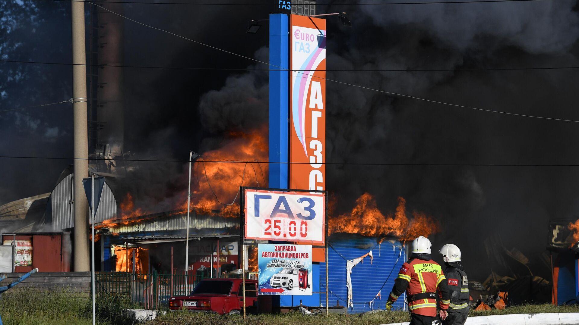 El incendio en una gasolinera de Novosibirsk - Sputnik Mundo, 1920, 14.06.2021