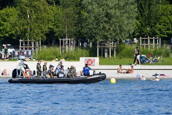 Los agentes de Policía patrullan el lago de Ginebra de cara al encuentro entre Putin y Biden. - Sputnik Mundo
