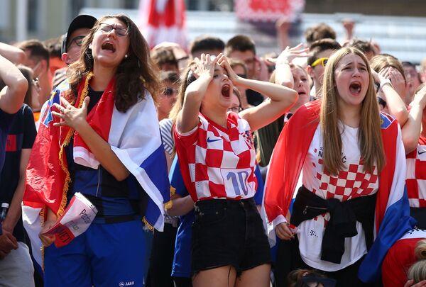 Los aficionados croatas ven el partido entre su selección e Inglaterra el 13 de junio en la zona de aficionados en Zagreb. Croacia perdió ante el conjunto inglés por 0-1. - Sputnik Mundo
