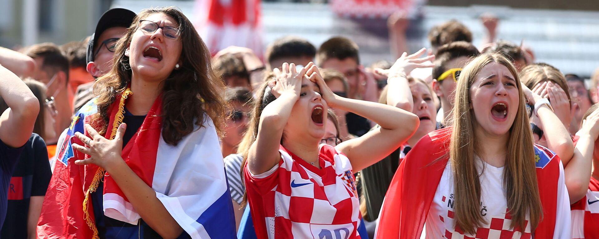 Болельщики сборной Хорватии во время матча Хорватия-Англия  - Sputnik Mundo, 1920, 15.06.2021