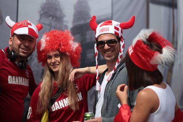 Los aficionados daneses en el estadio Parken antes del encuentro entre Dinamarca y Finlandia. La selección finlandesa venció a sus rivales por 1-0. - Sputnik Mundo