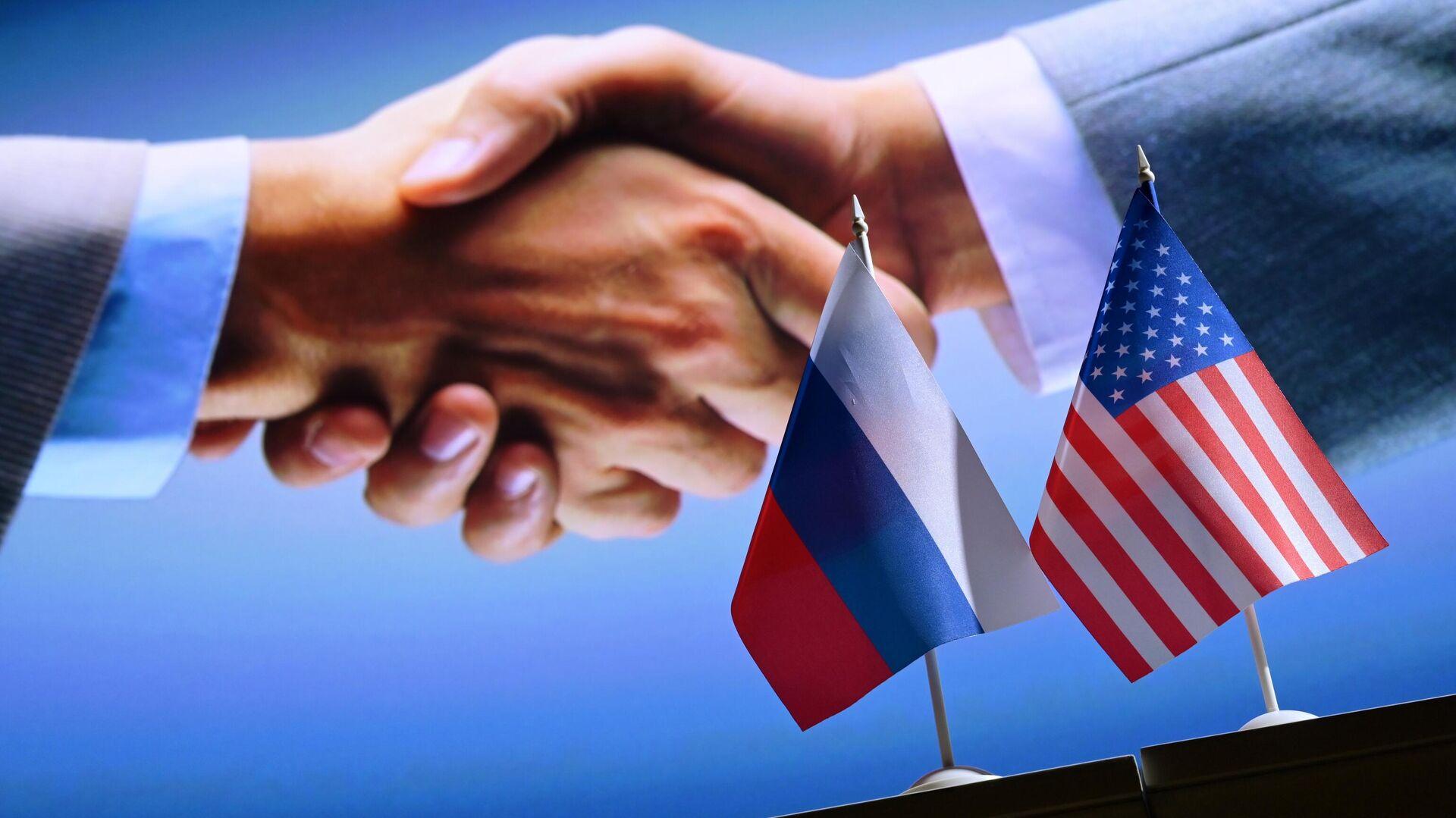 Las banderas de Rusia y EEUU - Sputnik Mundo, 1920, 13.07.2021