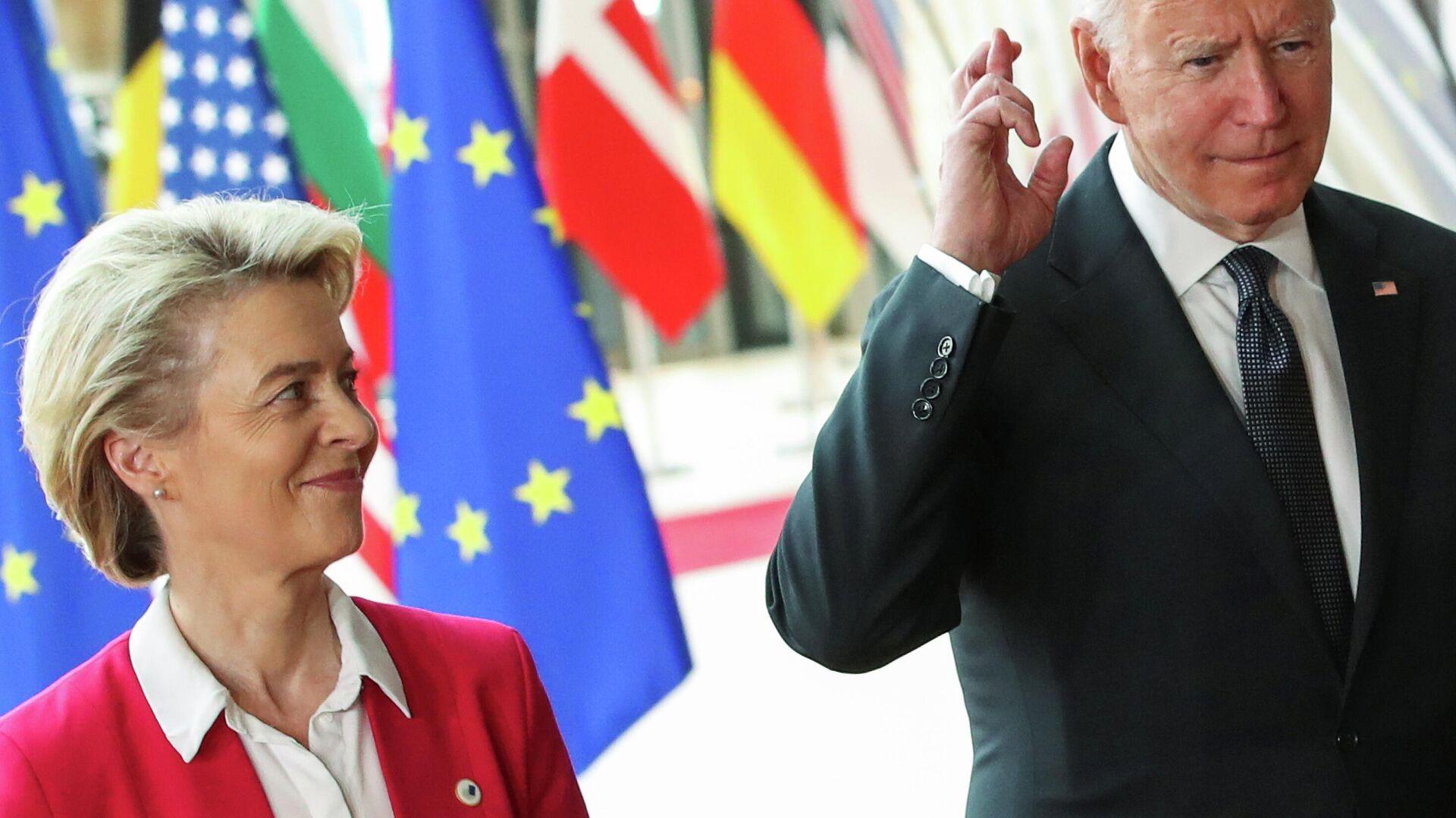 La presidenta de la Comisión Europea, Ursula von der Leyen, y el presidente de EEUU, Joe Biden - Sputnik Mundo, 1920, 15.06.2021