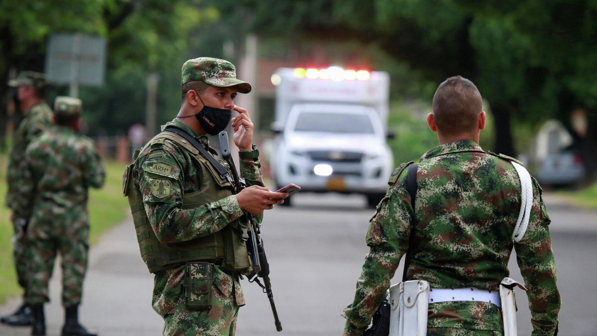 Soldados patrullan la entrada a la base militar de Cucuta (Colombia), el 15 de junio del 2021 - Sputnik Mundo, 1920, 16.06.2021