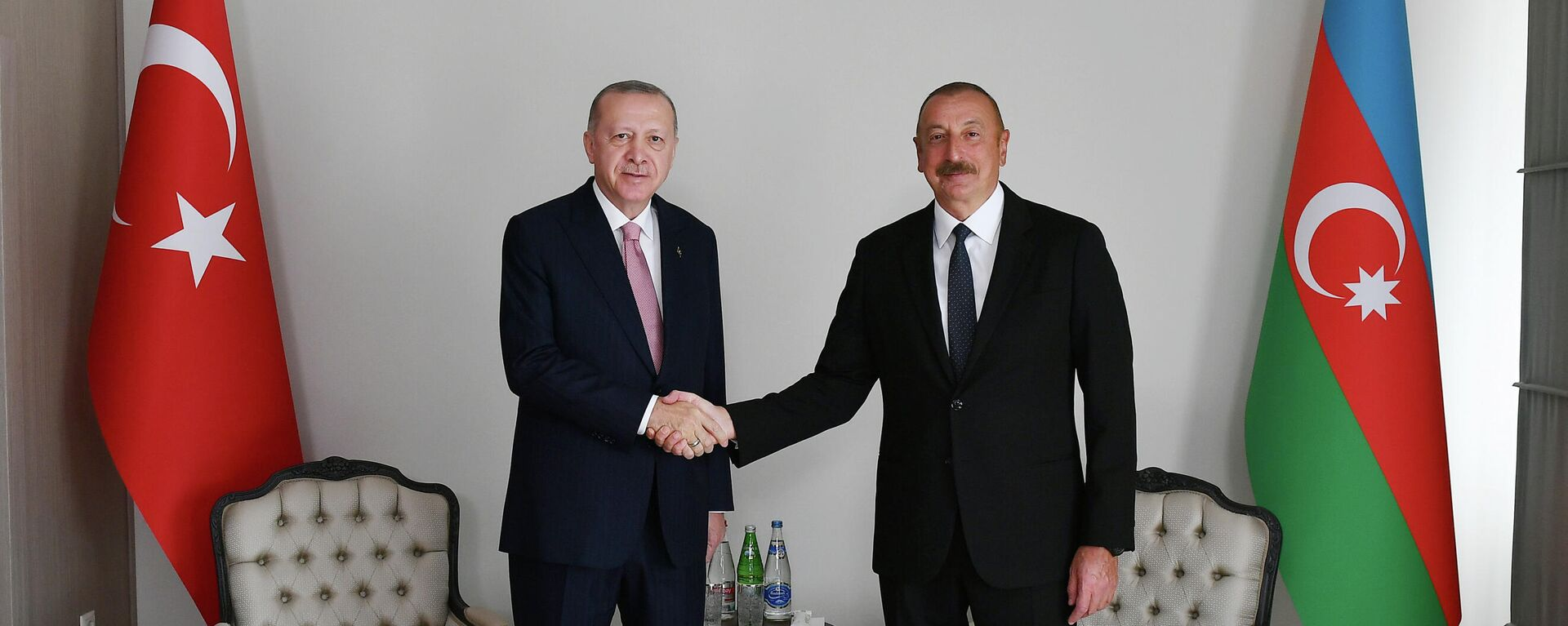 Recep Tayyip Erdogan, el presidente de Turquía (izqda.), con su homólogo azerí, Ilham Iliyev  (dcha.)  - Sputnik Mundo, 1920, 16.06.2021