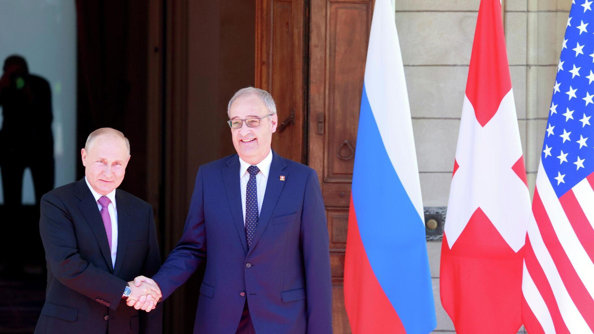 El presidente de Rusia, Vladímir Putin, y su par suizo, Guy Parmelin - Sputnik Mundo, 1920, 16.06.2021