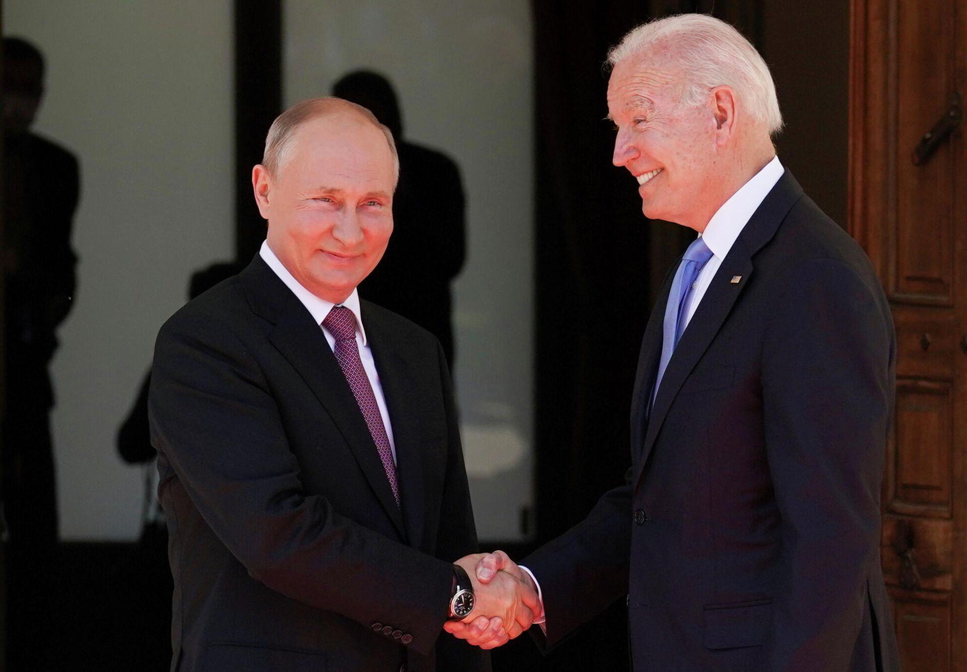 Vladímir Putin, presidente de Rusia, y Joe Biden, presidente de EEUU - Sputnik Mundo, 1920, 16.06.2021