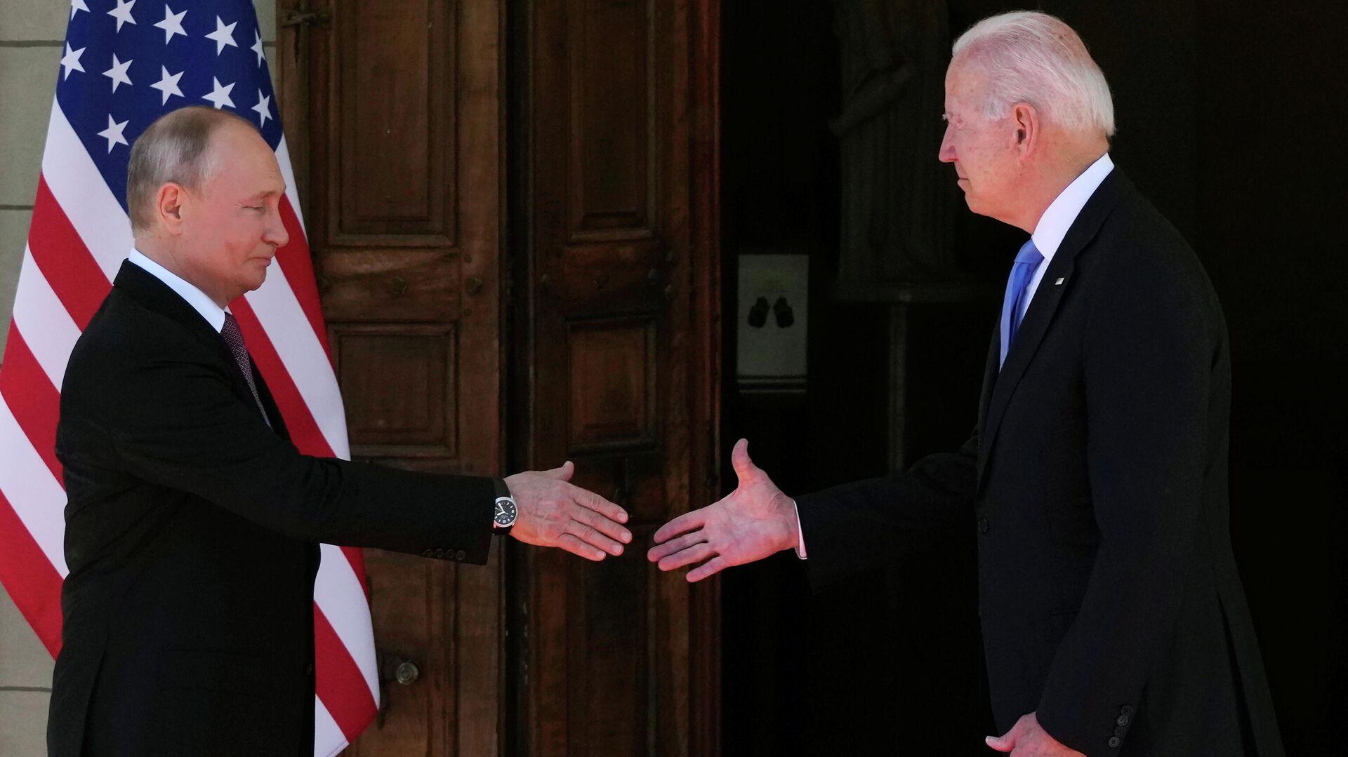 Vladímir Putin, presidente de Rusia, y Joe Biden, presidente de EEUU - Sputnik Mundo, 1920, 22.06.2021