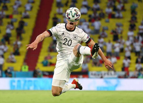 El futbolista alemán Robin Gosens durante el partido de la fase de grupos de la Euro 2020 entre Alemania y Francia en el estadio Allianz Arena de Múnich. - Sputnik Mundo