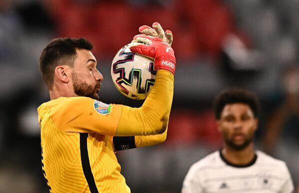 El portero de la selección de Francia, Hugo Lloris, durante el partido de la fase de grupos de la Euro 2020 entre Alemania y Francia en el estadio Allianz Arena de Múnich. - Sputnik Mundo