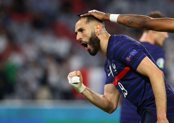 El delantero Karim Benzema, que regresó a la selección francesa tras una larga pausa, estuvo a punto de marcar un gol ante Alemania, pero fue anulado por estar fuera de juego.  - Sputnik Mundo