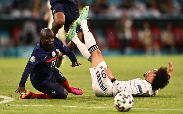 Alemania fue derrotada por primera vez en la historia en el partido inaugural del Campeonato de Europa. En la foto: Leroy Sane, de Alemania, y N'Golo Kante, de Francia, durante el partido de la fase de grupos de la Eurocopa 2020 entre Alemania y Francia en el Allianz Arena de Múnich. - Sputnik Mundo