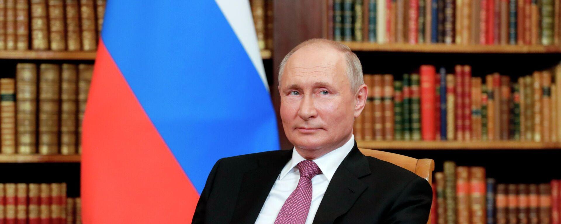 El presidente de Rusia, Vladímir Putin, en la cumbre con Joe Biden - Sputnik Mundo, 1920, 22.07.2021