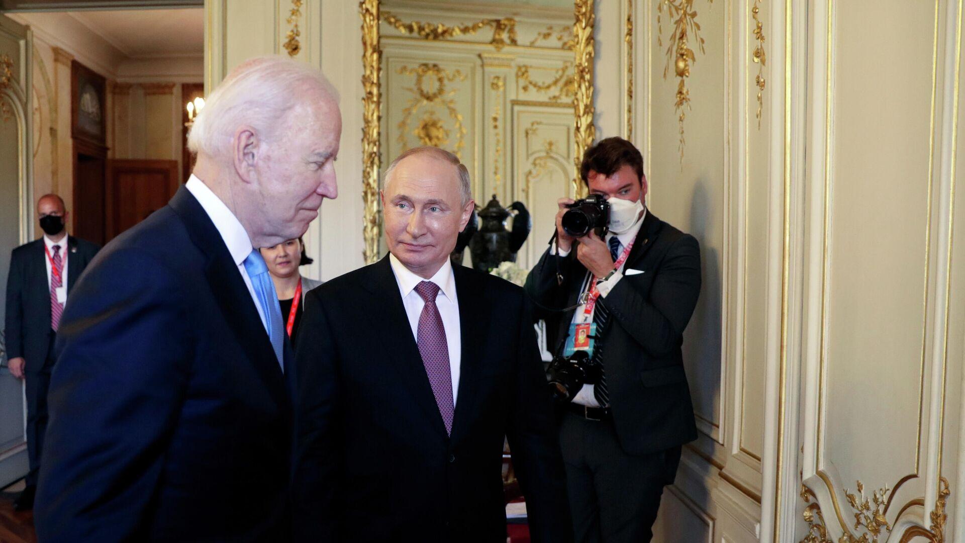 Joe Biden, presidente de EEUU y Vladímir Putin, presidente de Rusia - Sputnik Mundo, 1920, 16.06.2021