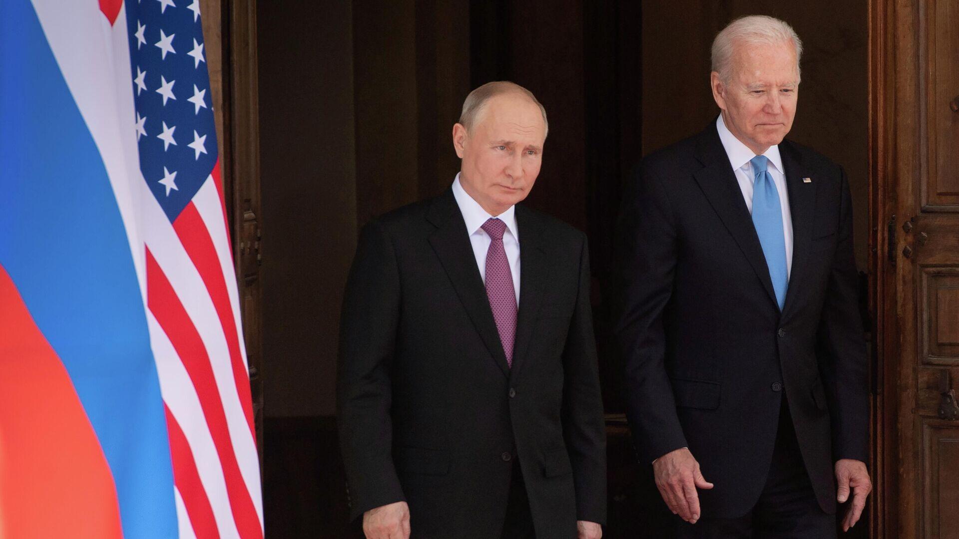 Vladímir Putin, presidente de Rusia, y Joe Biden, presidente de EEUU - Sputnik Mundo, 1920, 17.06.2021