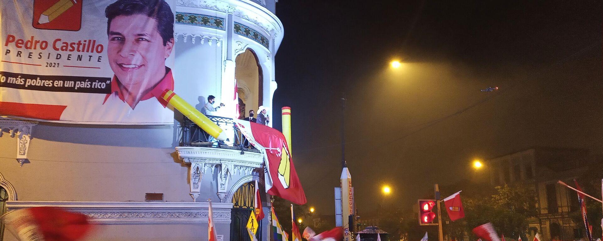 Pedro Castillo ante sus seguidores en Lima la noche del martes 15 de junio - Sputnik Mundo, 1920, 17.06.2021