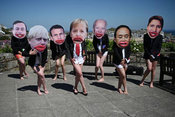 Los activistas medioambientales del grupo Rebelión contra la Extinción ('Extinction Rebellion') salieron a protestar durante la cumbre del G7 en St Ives, Cornualles, Reino Unido. - Sputnik Mundo