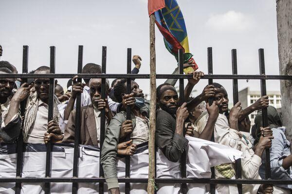 Varios seguidores del primer ministro etíope, Abiy Ahmed, se concentraron durante su discurso electoral llevado a cabo en un estadio, en la ciudad suroccidental de Jimma. - Sputnik Mundo