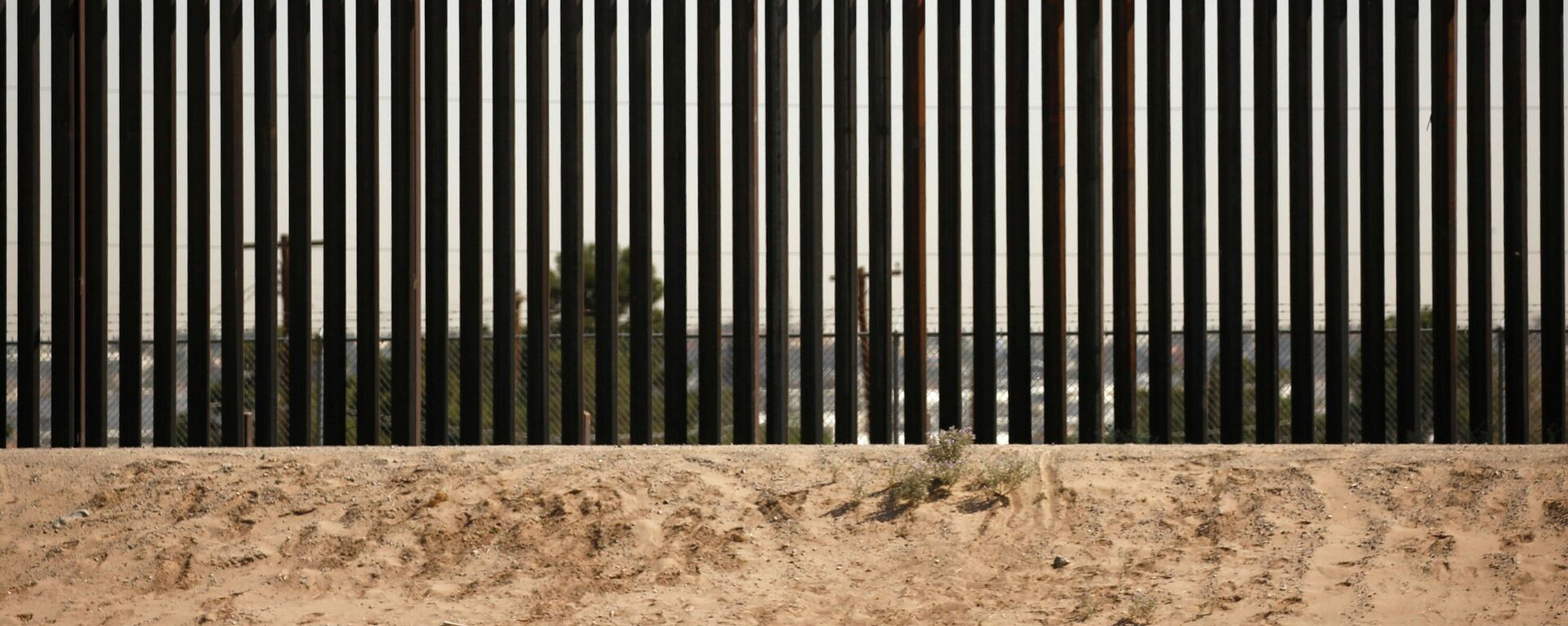 Muro fronterizo entre EEUU y México - Sputnik Mundo, 1920, 18.06.2021