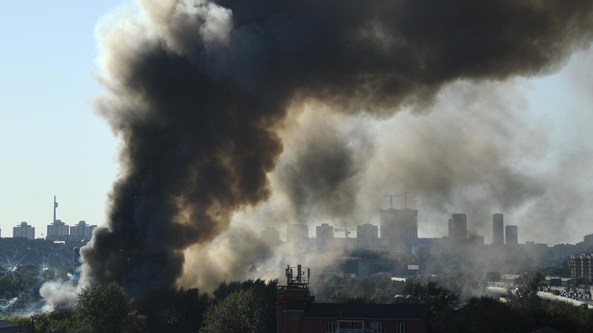 El incendio en un almacén de pirotecnia en el centro de Moscú - Sputnik Mundo, 1920, 19.06.2021