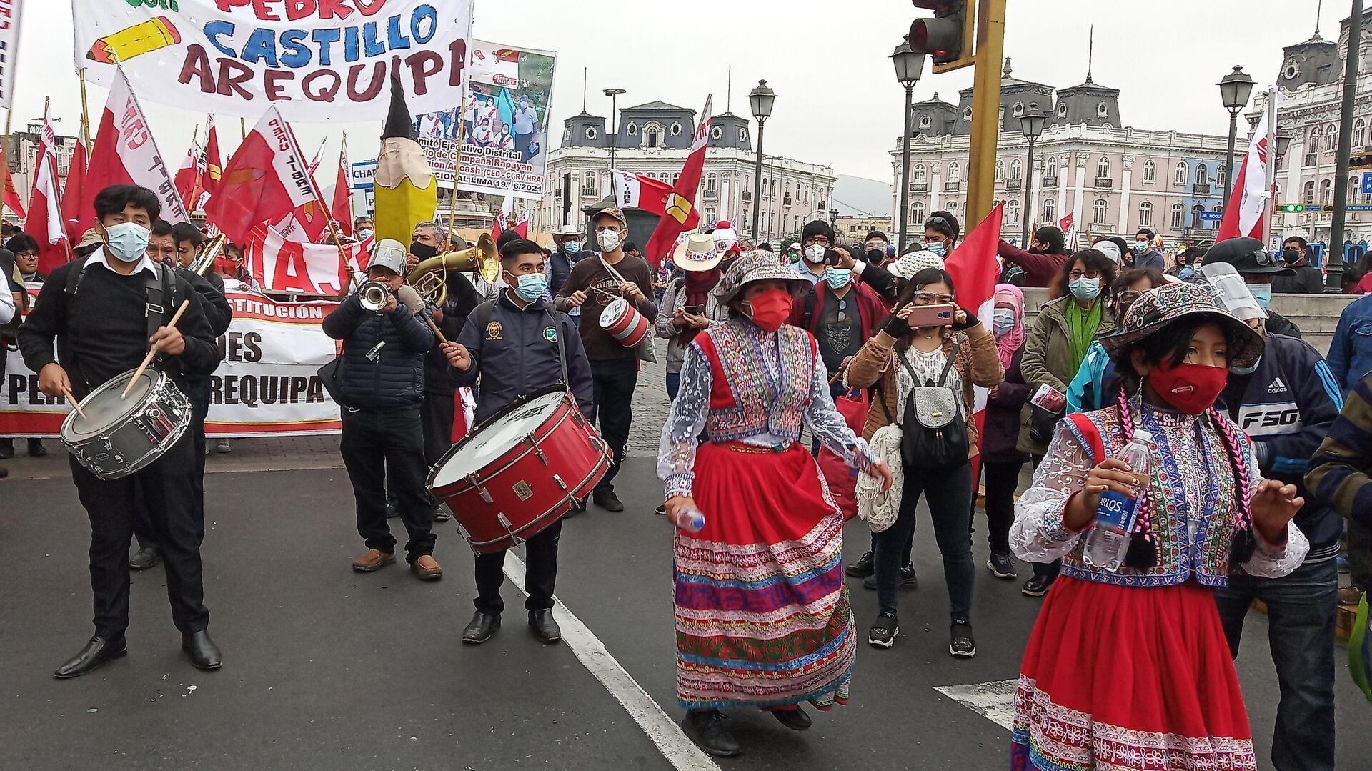Una masiva marcha en defensa de los votos tras las presidenciales en Perú - Sputnik Mundo, 1920, 20.06.2021