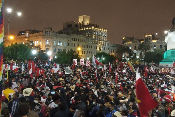 Acto en la Plaza San Martín en respaldo a Pedro Castillo - Sputnik Mundo