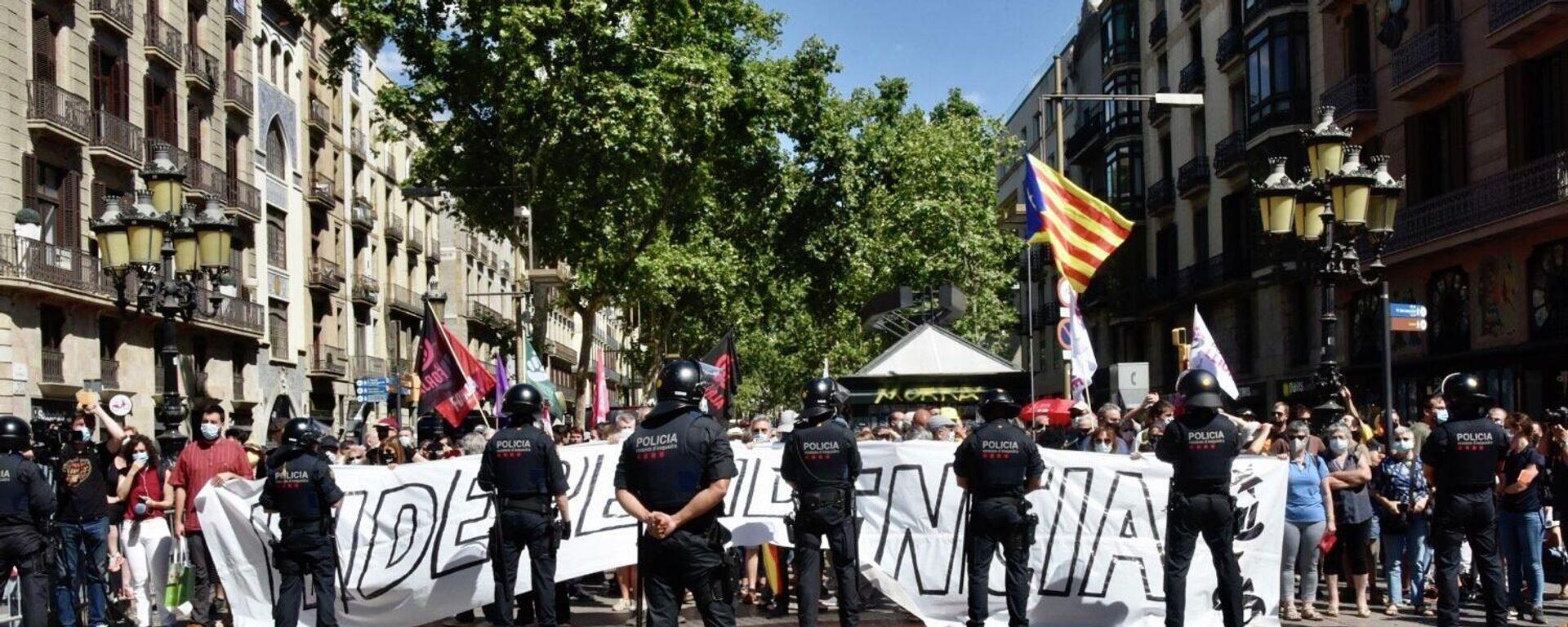 Independentistas catalanes protestan contra la visita del presidente del Gobierno español, Pedro Sánchez - Sputnik Mundo, 1920, 21.06.2021
