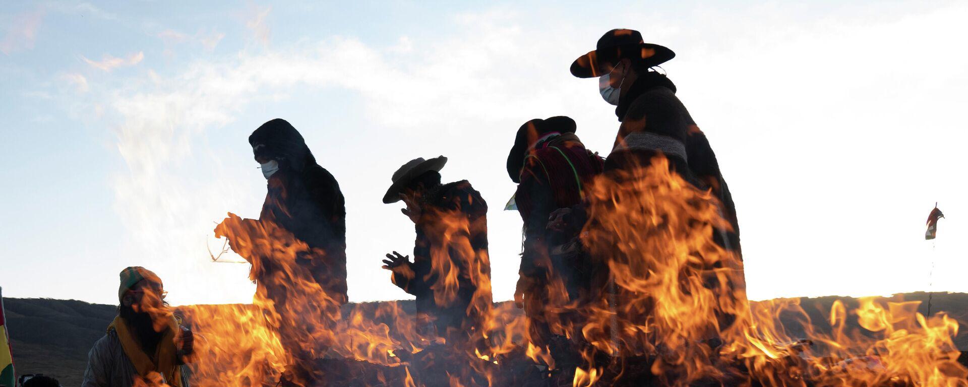 Indígenas aymara celebran el año nuevo 5.529 durante el solsticio de invierno del 21 de junio de 2021 - Sputnik Mundo, 1920, 21.06.2021