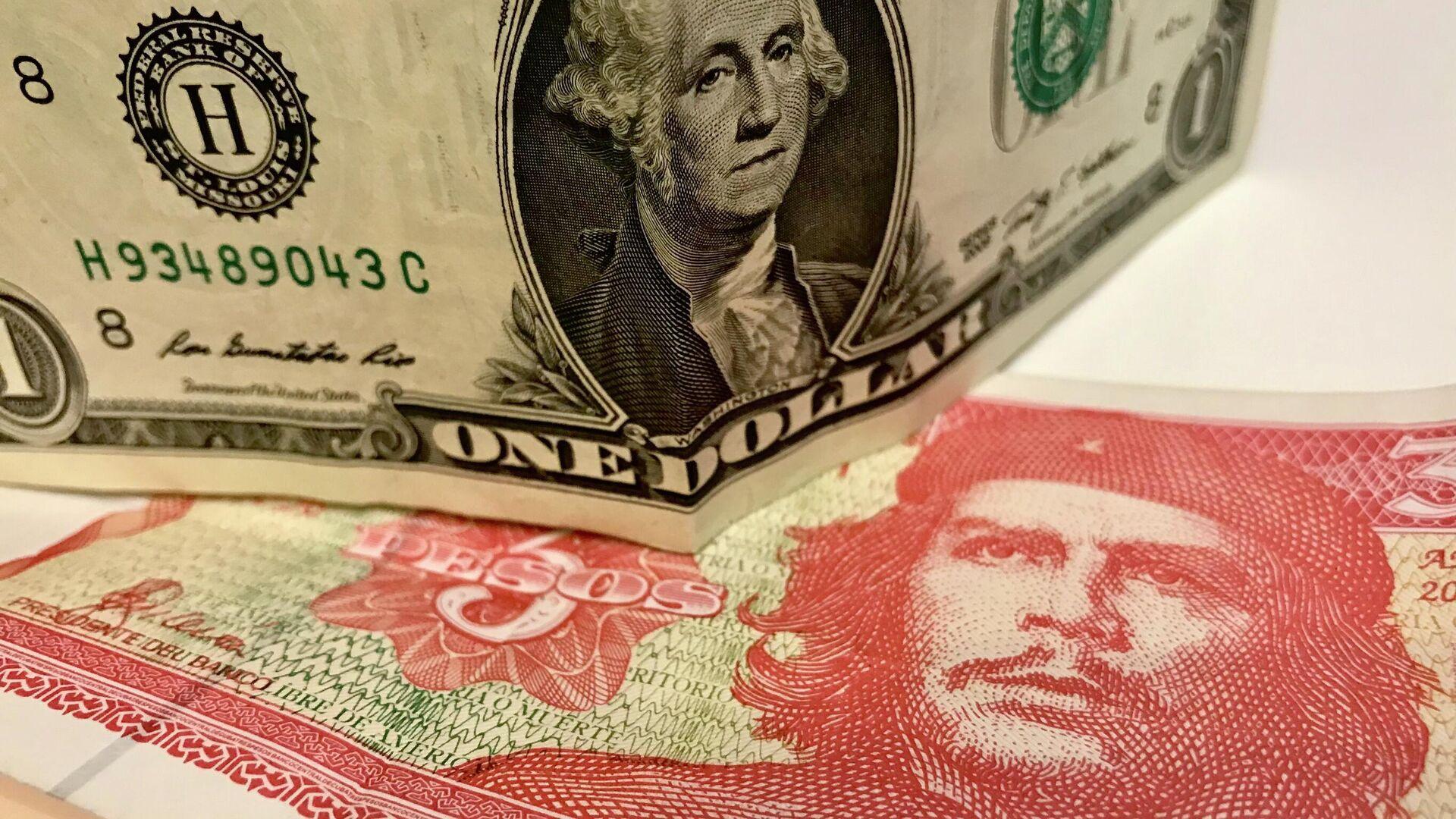 Dólar y pesos cubanos - Sputnik Mundo, 1920, 21.06.2021
