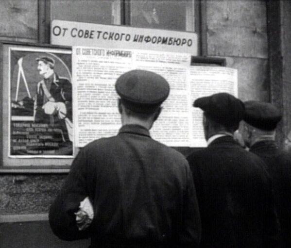 Dos días después del inicio de la guerra, el 24 de junio de 1941, fue creada la Oficina Soviética de Información. Era la encargada de informar al pueblo de las noticias urgentes sobre la situación en el frente. - Sputnik Mundo