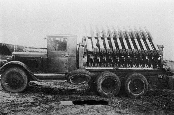 El lanzacohetes soviético BM-13, apodado por el pueblo como Katiusha, se convirtió en uno de los símbolos de la victoria sobre el nazismo en 1941. - Sputnik Mundo