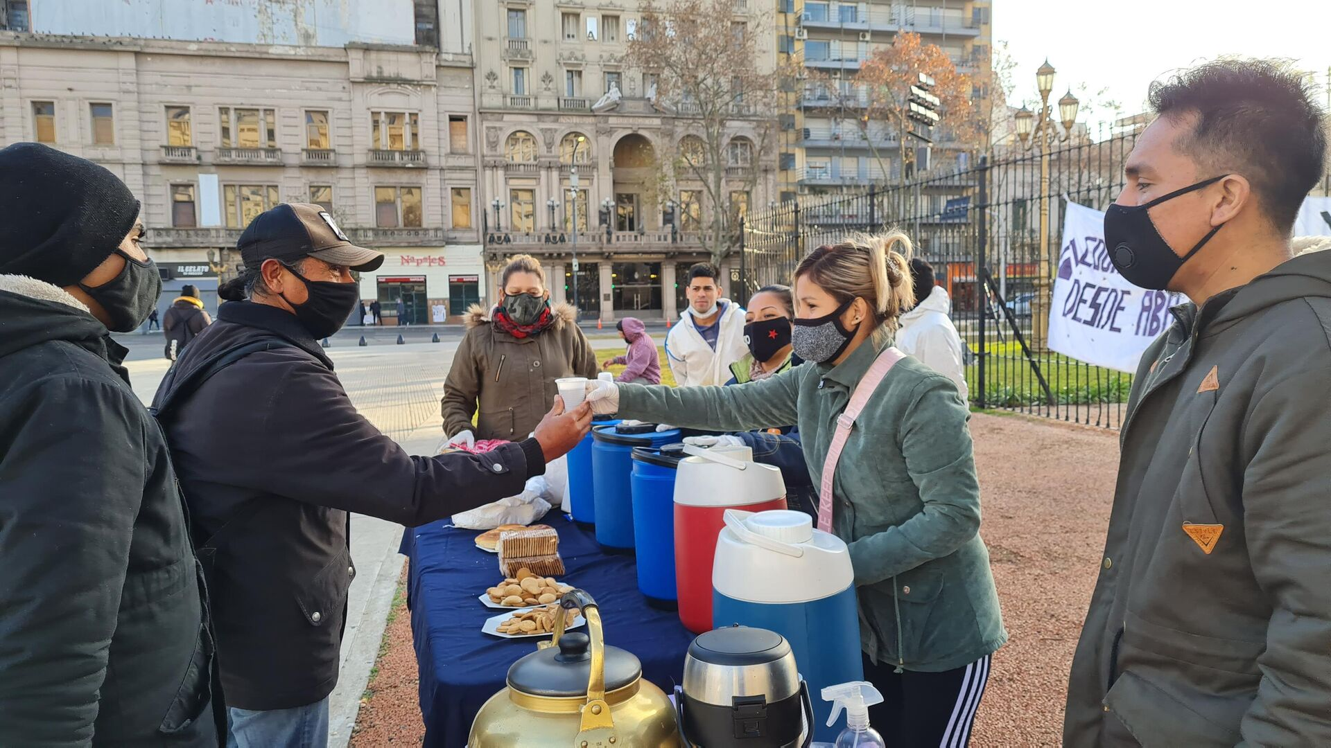 Hubo 1.000 desayunos en Argentina para visibilizar el hambre de las personas en situación de calle y los pobres - Sputnik Mundo, 1920, 22.06.2021