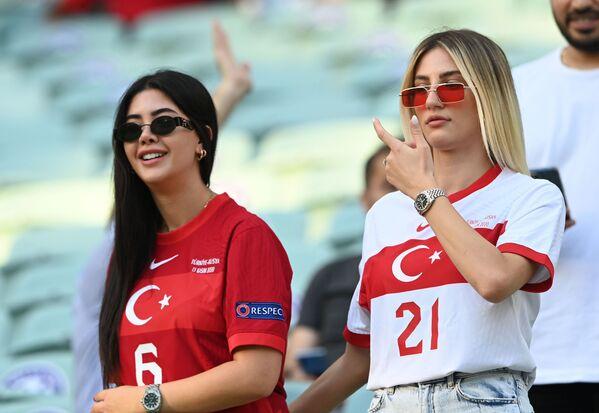 Hinchas turcas antes del partido de la fase de grupos entre las selecciones de Turquía y Gales en Bakú, Azerbaiyán. Gales obtuvo la victoria con un marcador 2-0. - Sputnik Mundo