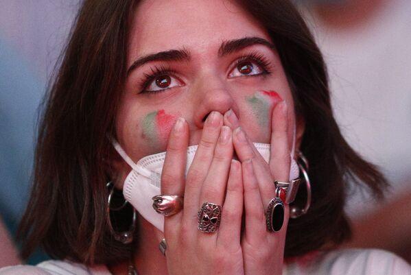 Fanática italiana durante el partido inaugural de la Euro 2020 en Roma, en el que Italia derrotó 3-0 a Turquía. - Sputnik Mundo