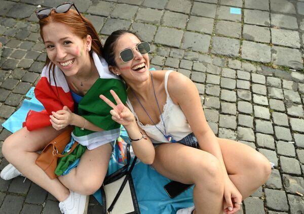 Aficionadas italianas en la 'fan zone' de la Piazza del Popolo, durante el partido de la fase de grupos de la Euro 2020 entre Italia y Gales, en el que los italianos ganaron 1-0. - Sputnik Mundo