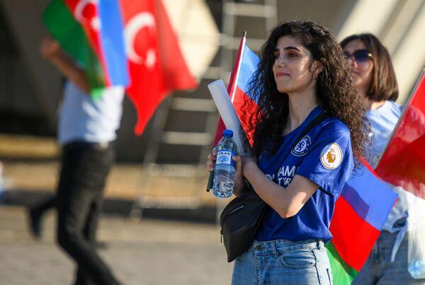 Fanática turca antes del inicio del partido de la fase de grupos de la Eurocopa 2020 entre las selecciones de Turquía y Gales en Bakú, que finalizó con una victoria 2-0 para Gales. - Sputnik Mundo