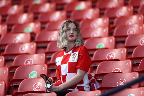Fanática croata antes del partido de la fase de grupos de la Eurocopa 2020 entre las selecciones de Croacia y la República Checa en Glasgow, que terminó en empate. - Sputnik Mundo