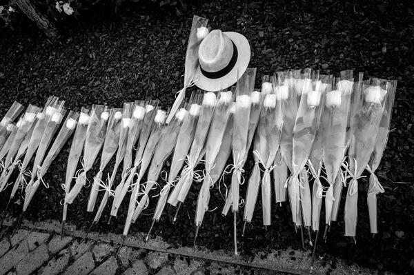 Homenaje a las víctimas de COVID-19 en Alcobendas, al norte de Madrid - Sputnik Mundo