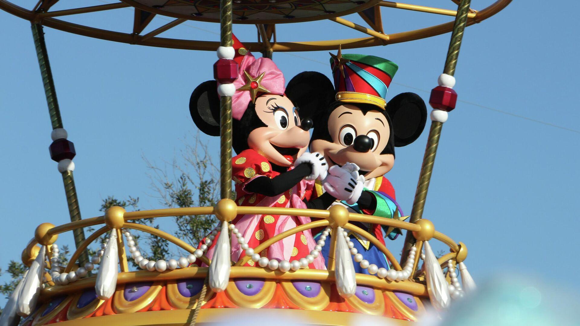 Mickey y Minnie Mouse en uno de los parques temáticos de Disney en Florida - Sputnik Mundo, 1920, 23.06.2021