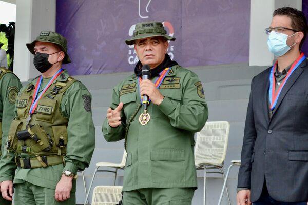 Ministro de Defensa de Venezuela, Vladimir Padrino López (centro) - Sputnik Mundo