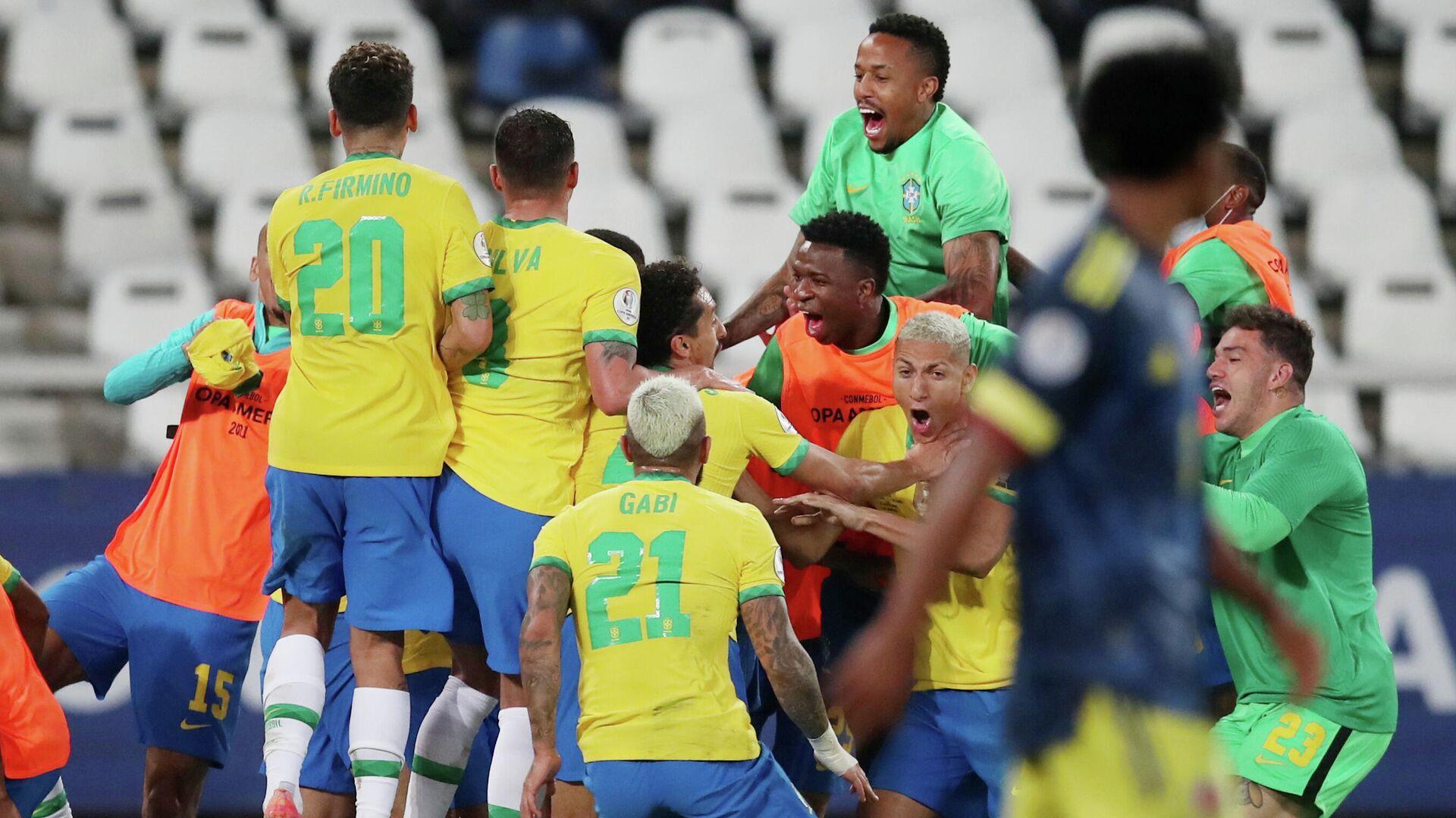 La selección de Brasil celebra su victoria ante Colombia durante la fase de grupos de la Copa América 2021 en Río de Janeiro (Brasil), el 23 de junio del 2021 - Sputnik Mundo, 1920, 24.06.2021
