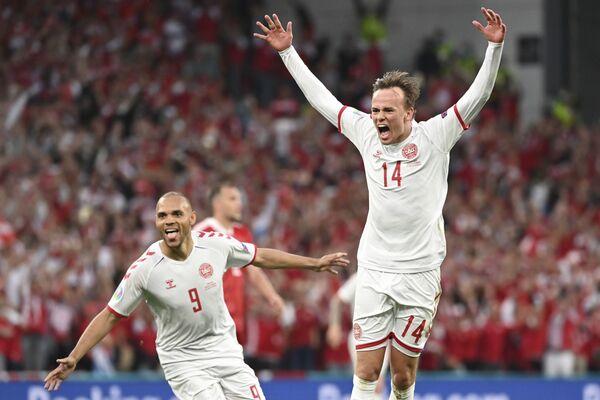 Mikkel Damsgaard (Dinamarca) se alegra de un gol durante un partido de la fase grupal contra la selección rusa en Copenhague. - Sputnik Mundo