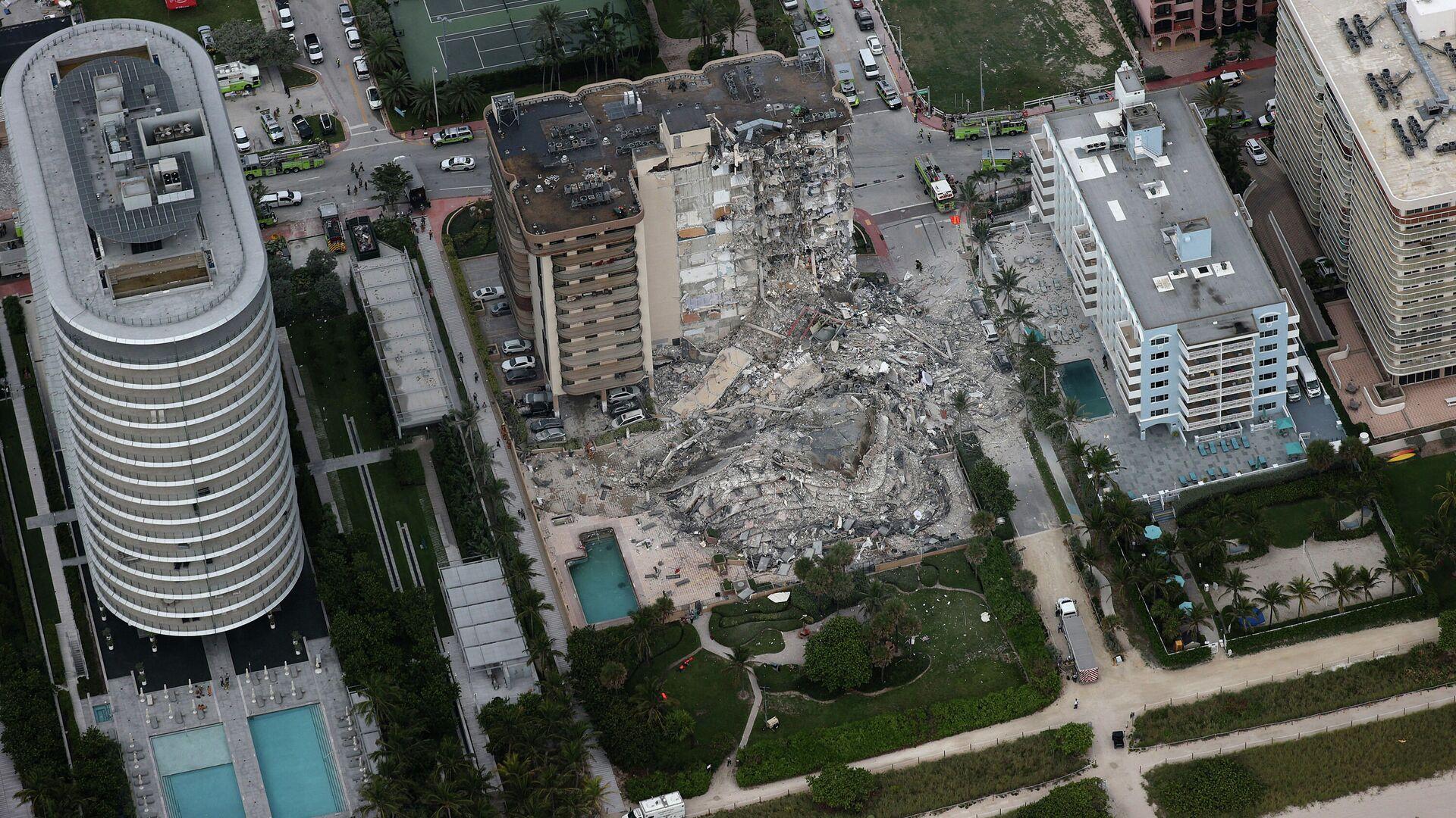 La parte trasera del edificio Champlain Towers South Condo que se derrumbó el 24 de junio, 2021 en Miami - Sputnik Mundo, 1920, 24.06.2021