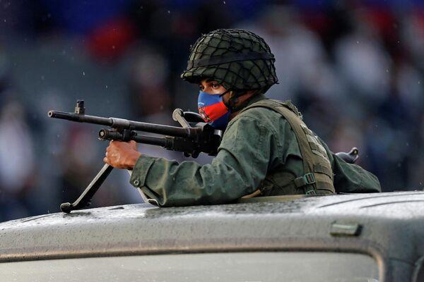 Marcha militar en honor al 200 aniversario de la Batalla de Carabobo en Valencia (Venezuela), el 24 de junio del 2021 - Sputnik Mundo