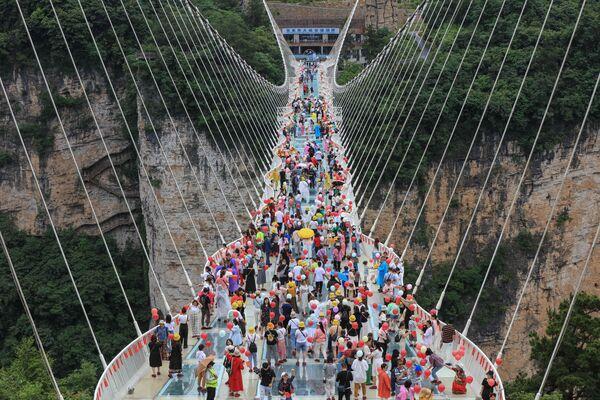 Un paso de peatones en Zhangjiajie en la provincia china de Hunan.   - Sputnik Mundo