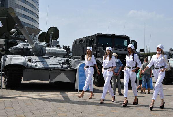 En la 10 Exposición de Armas y Vehículos Militares Internacional MILEX–2021 en Minsk. - Sputnik Mundo