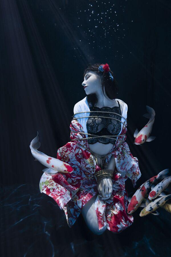 'Shibari Pond' ('Estanque Shibari'), de la francesa Charlotte Bories, fue finalista en la categoría Environmental Portrait. - Sputnik Mundo