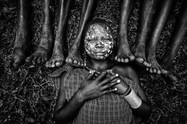 'Maiden of the Suri' ('Doncella del Suri'), de la fotógrafa birmana Zay Yar Lin, ganadora del primer puesto en la categoría The Famility Sitting. - Sputnik Mundo