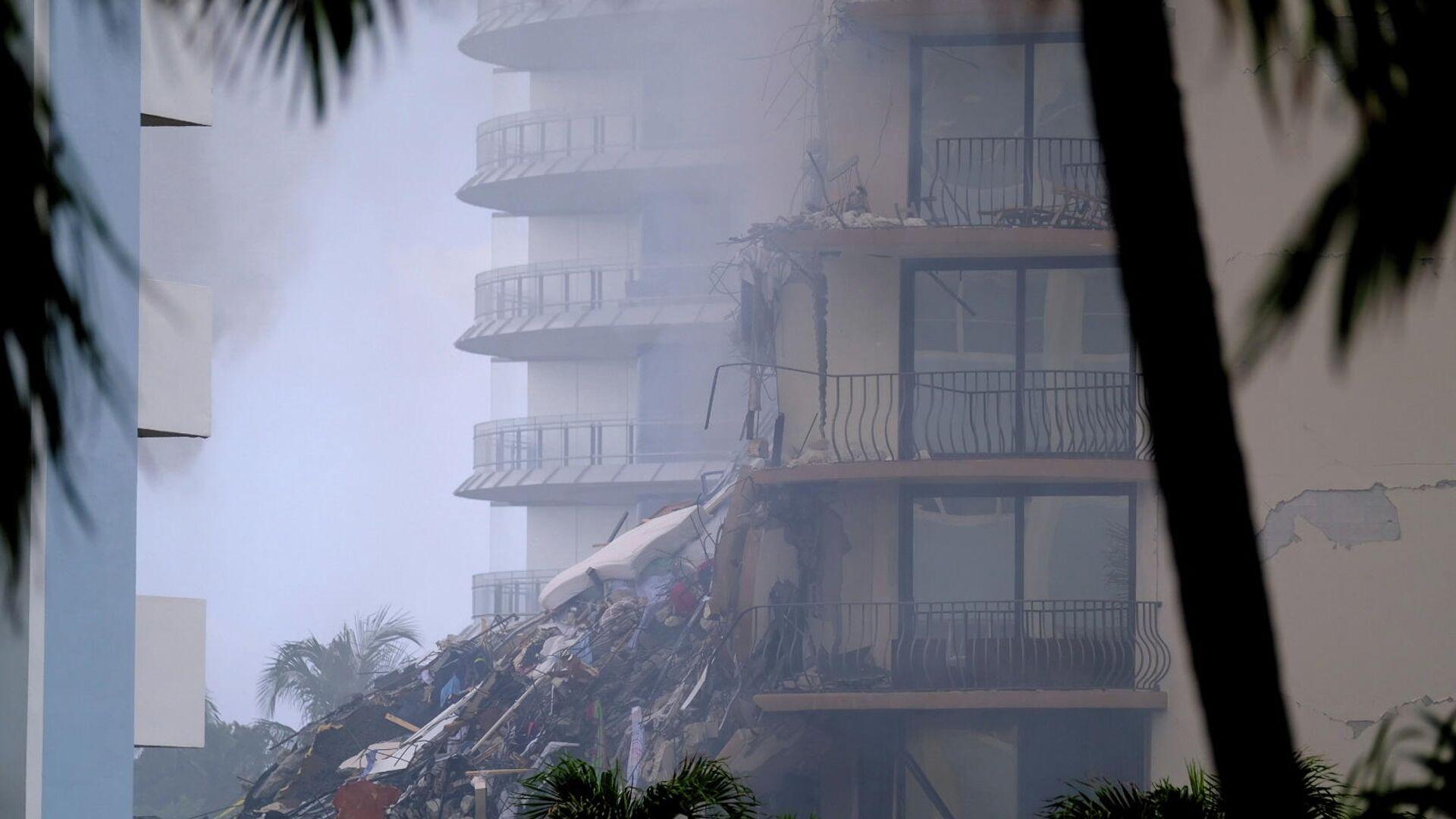 Escombros del edificio derrumbado en Miami, EEUU - Sputnik Mundo, 1920, 10.07.2021