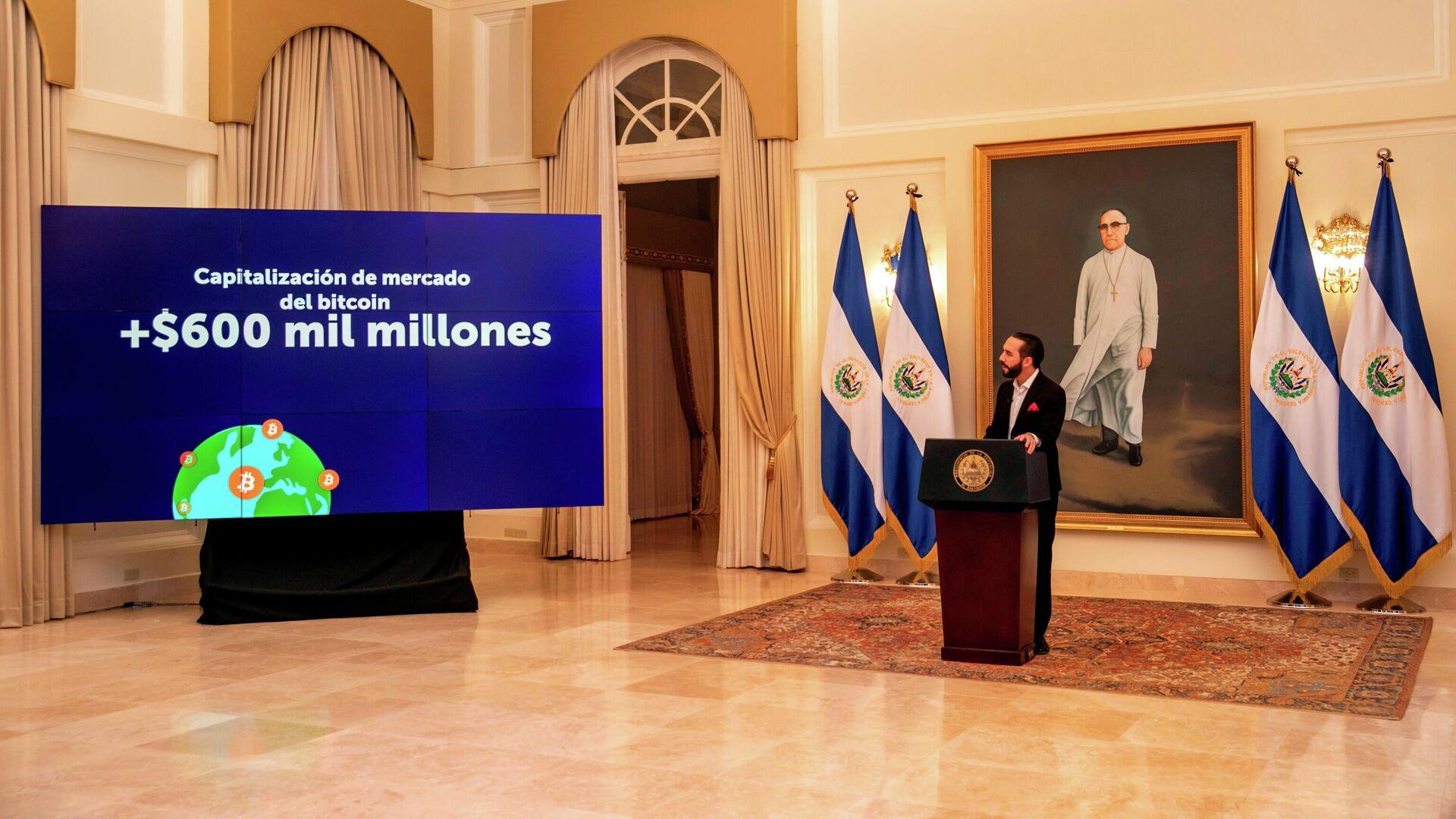 El presidente de El Salvador Nayib Bukele explica las ventajas del bitcóin - Sputnik Mundo, 1920, 26.06.2021